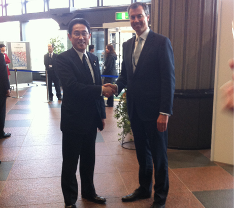 The Minister for Justice, the Hon Michael Keenan MP and Japanese Foreign Minister for Foreign Affairs and Trade, HE Mr Fumio Kishida are shaking hands.
