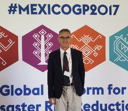 Photo of Professor Kevin Ronan at the Global Platform for Disaster Risk Reduction In Mexico.